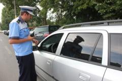 Sute de soferi sanctionati de politisti in week-end