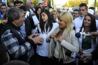 Sutienul Elenei Udrea, in presa britanica: Iata ce le lipseste femeilor din politica
