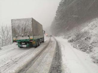 TIR-uri oprite pe DN 1A, unde se circula in conditii de iarna