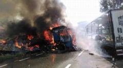 TRAFIC RUTIER BLOCAT in MEHEDINTI: Un alt TIR a luat foc, de aceasta data in Hinova