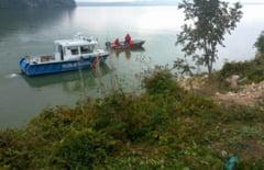 TRAGEDIE. O masina in care se aflau cinci persoane a plonjat in Dunare! Vin de urgenta un elicoper si scanfandrii!