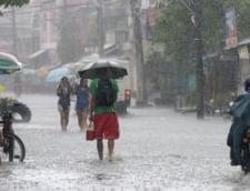 Taifun in Hong Kong: Scolile si bursa inchise, haos in aeroporturi