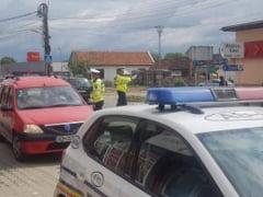 Tamponare fata-spate intre doua camioane, la Teius. Au intervenit politistii pentru dirijarea traficului, dupa ce un autovehicul s-a defectat