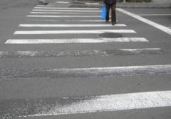 Tanara lovita pe trecerea de pietoni la Cluj. Soferul a dat peste ea si a fugit de la fata locului