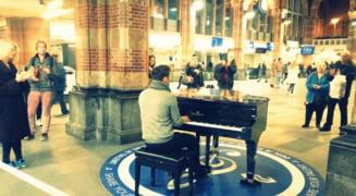 Tanarul care a cantat imnul in gara din Amsterdam, invitat de Iohannis la depunerea juramantului (Video)
