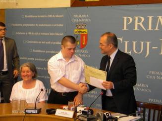 Tanarul cu sindromul Down care a luat Bacul, premiat de Boc cu 1.000 de lei
