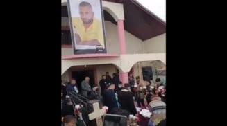 Tanarul decedat in accident la Iancu Jianu, inmormantare cu zeci de persoane care nu au respectat masurile de protectie sanitara