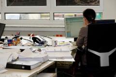Tara unde angajatii sunt obligati uneori de sefi sa le smulga firele de par albe. Cum vor autoritatile sa opreasca gabjilul
