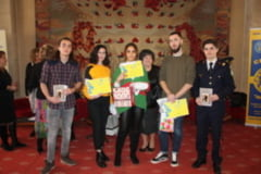 "Targul de Carte GAUDEAMUS: Concursul de lectura, castigat de o eleva a Colegiului National ""Elena Cuza"""