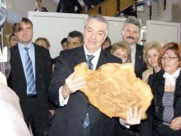 Tariceanu cere verificarea pretului painii
