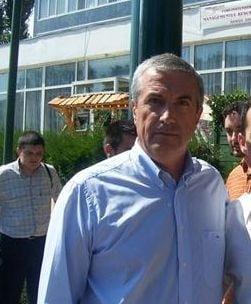 Tariceanu il reclama pe Ontanu: Imi foloseste numele pe afise