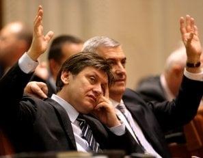 Tariceanu isi face partid - cine il urmeaza si cine ramane in PNL