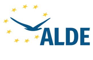 Tariceanu spune ca mai poate folosi o perioada numele ALDE: Tradarea ramane tradare indiferent cu cat parfum o dai