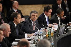 Tarile membre NATO, de acord cu reducerea efectivelor structurii permanente
