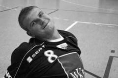 Tatal lui Marian Cozma, handbalistul omorat intr-un club din Ungaria, tipa de durere: Nenorocitii aia ne-au distrus pe toti. Iau 12 pastile pe zi. Sper sa nu ajung in scaun cu rotile