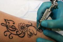 Tatuajele pot provoca infectii chiar si la 15 ani de la realizarea lor