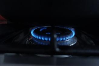 Taxa de 2% impusa de PSD-ALDE companiilor din energie va fi platita de toti romanii: De la 1 martie creste pretul la curent. Urmeaza si gazul