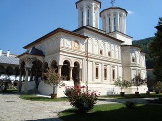 Taxa pe acatist in manastiri: 50 de bani pe zi