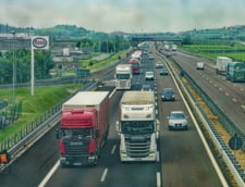 Taxarea pe kilometru pentru transportul rutier greu va fi introdusa la finalul anului 2023. Automobilele vor fi taxate in continuare prin rovigneta