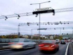 Taxele auto pentru iesirea si intrarea in Stockholm au redus poluarea si traficul