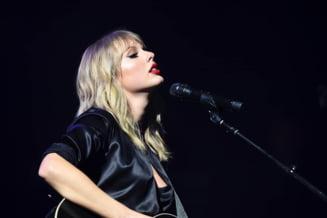 """Taylor Swift, castigatoarea trofeului """"Artistul anului"""" la American Music Awards 2020, pentru a 6-a oara"""