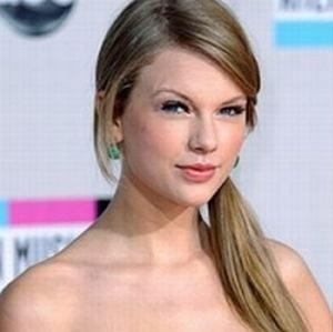 Taylor Swift, parasita de iubit?