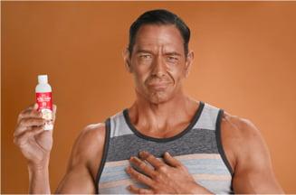 Te-ai da cu crema de plaja de la KFC, ca sa mirosi ca un pui prajit?