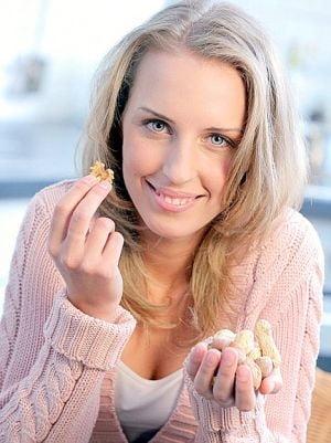 Te ingrijoreaza colesterolul? Treci pe soia si nuci