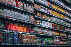 Te pacalesti consumand bauturi diet? Riscurile sunt la fel de mari