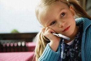 Telefoanele mobile dauneaza sanatatii copiilor sub 16 ani