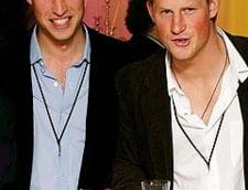 Telefoanele printilor William si Harry, interceptate de un tabloid