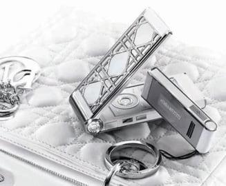 Telefonul Dior cu 640 de cristale Swarovski costa 26.000 de dolari