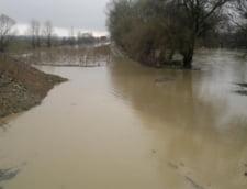 Teleormanul, sub ape: Sute de gospodarii si mii de hectare, afectate de inundatii