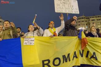 Tema de duminica a protestului din Piata Victoriei: Plecati acasa. Mainile jos de pe DNA si Parchet!