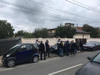 Tensiuni in Sectorul 1. Simpatizantii primarului PSD, Dan Tudorache, si-au facut aparitia in fata biroului electoral