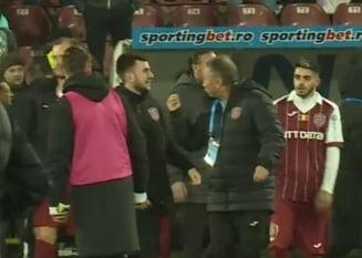 Tensiuni la Cluj: Dan Petrescu si-a impins unul dintre jucatori la finalul meciului cu CSM Poli Iasi