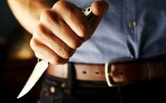 Tentativa de omor intre frati. Un barbat de 66 de ani din Breaza a fost injunghiat in abdomen