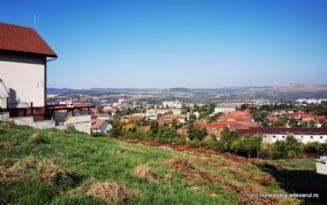 Terenuri oferite gratuit tinerilor care isi construiesc case in Hunedoara. Cate familii au primit parcele