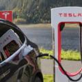 Tesla a livrat un număr record de automobile electrice. Compania a depăşit estimările de pe Wall Street
