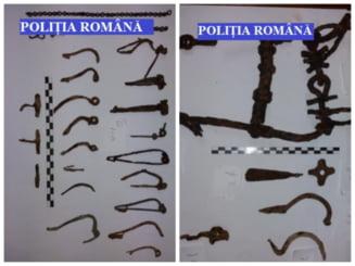 Tezaur format din peste 150 de artefacte dacice, sustrase ilegal din situri arheologice din sudul Transilvaniei, recuperate de politisti
