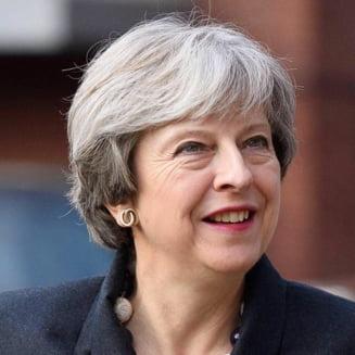 Theresa May, filmata in timp ce juca fotbal (Video)
