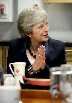 Theresa May a fost ovationata de parlamentarii britanici, la plecare