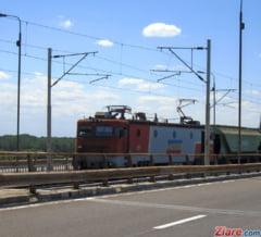 Timisoara: Un copil de 3 ani si-a prins piciorul intre sine si a blocat traficul pe calea ferata