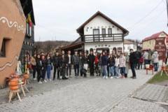 Tineri romani si bulgari invata sa se intoarca la radacini