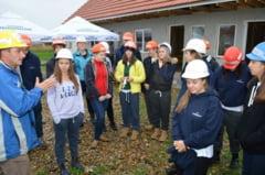 Tineri voluntari la Habitat