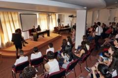 Tinerii au nevoie sa fie ascultati pentru a nu se refugia in consumul de droguri