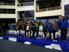 Tinerii fotbalisti craioveni, vizitati de Mos Craciun
