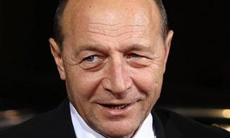 Tineti-va bine! Basescu la mutare (Opinii)