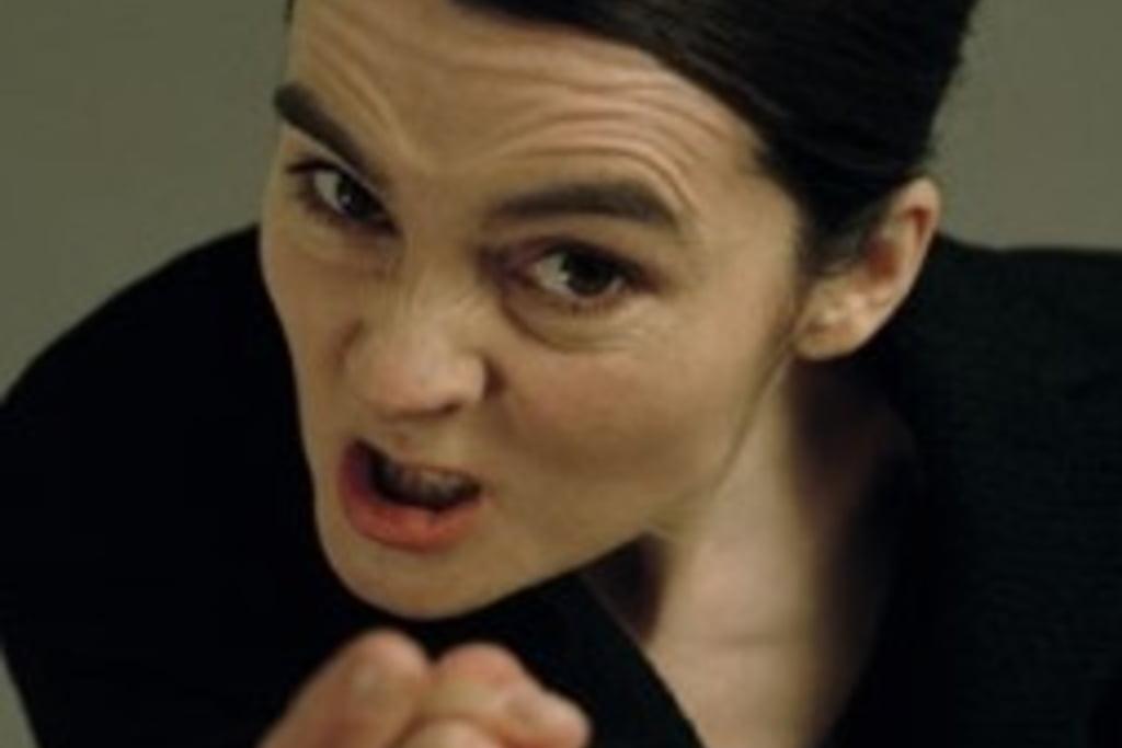 Femeie care cauta furie)