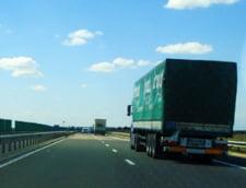 Tir plin cu oi rasturnat pe Autostrada Soarelui